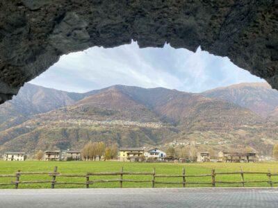 Vista sulle montagne dall'albergo La Brace in Valtellina